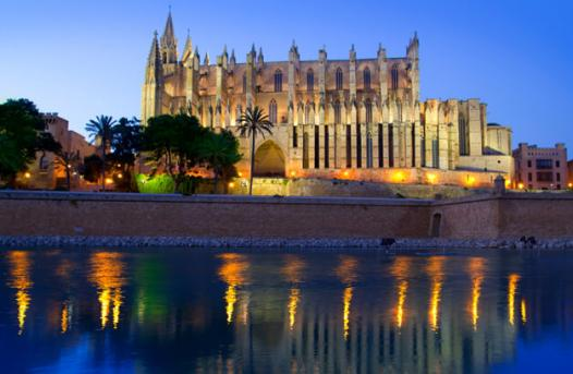 https://media.ab-in-den-urlaub.de/image/themeworld/../../image/hubpages/dias/Palma-de-Mallorca_01.jpg