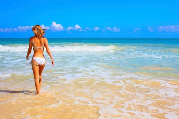 Frau am Meer – Südamerika