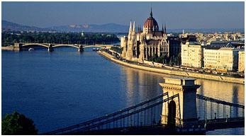 Blick auf das Parlamentsgebäude in Budapest