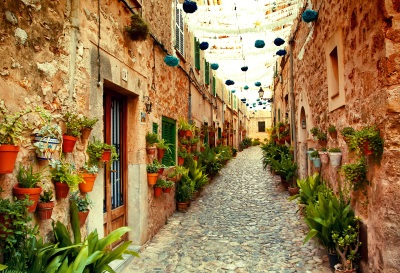 Mallorca  Blumenstraße in Valdemossa
