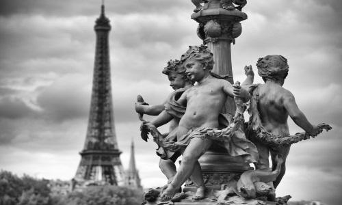 Paris_Eifelturm mit Figuren