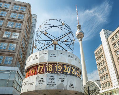Berlin Alexanderplatz mit Weltzeituhr und Fernsehturm