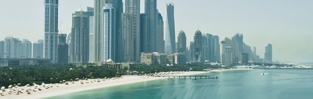Blick auf Dubai vom Meer aus