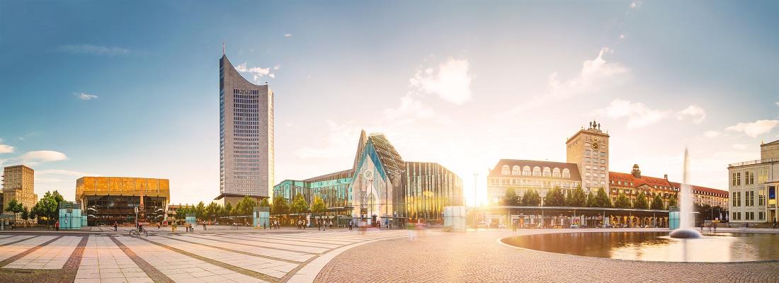 Blick auf den MDR Tower und die Universität auf dem Augustusplatz in Leipzig, Deutschland