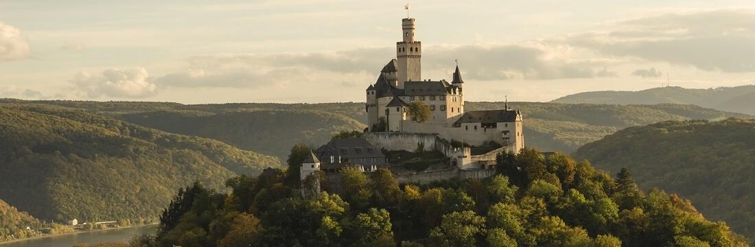 Die Marksburg oberhalb von Braubach, Mosel