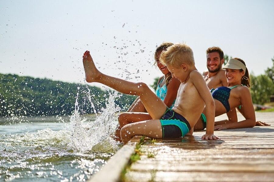 Familie am See, Bodensee, Deutschland