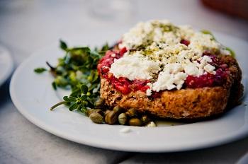 Kretischer Dakos-Salat