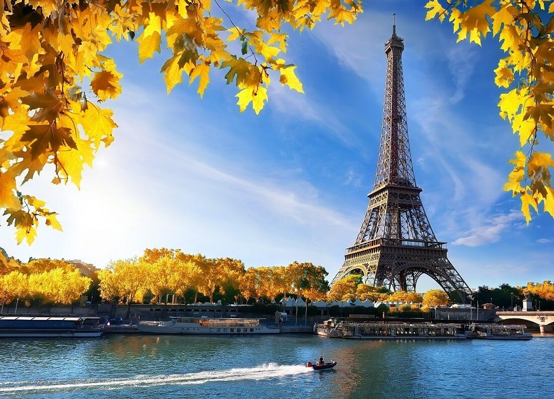 Paris Eiffelturm in der Abenddämmerung