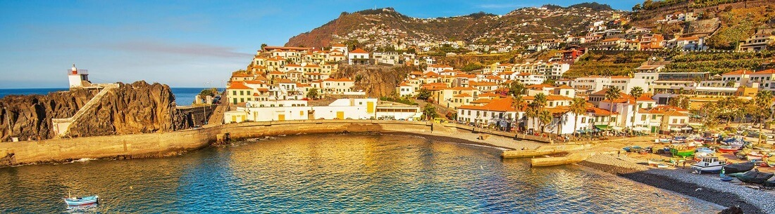 Blick auf den Hafen von Funchal auf Madeira, Portugal