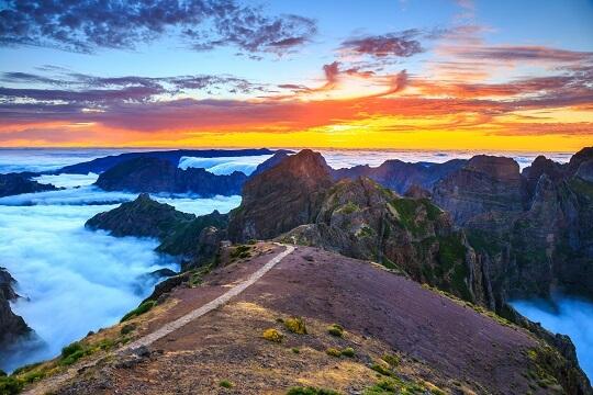 Wanderweg in den Bergen von Madeira, Portugal
