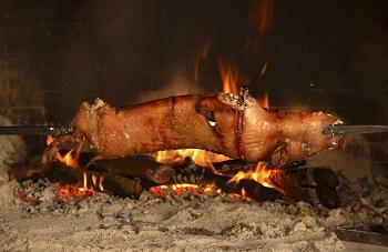 Schwein auf dem Spieß auf Sardinien