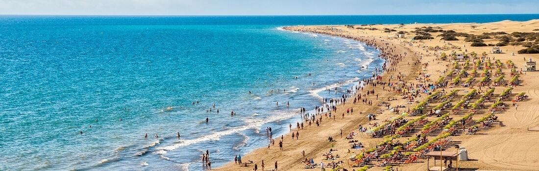 Seitlicher Blick auf den Strand von Maspalomas, Gran Canaria