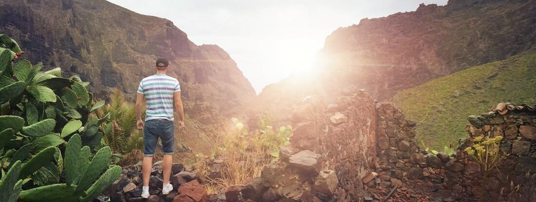 Wanderer auf Teneriffa beim Aufstieg, Kanaren, SpanienTeneriffa