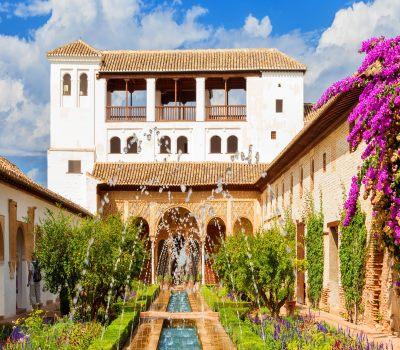 Spanisches Festland, Alhambra von innen mit Wasserspiel