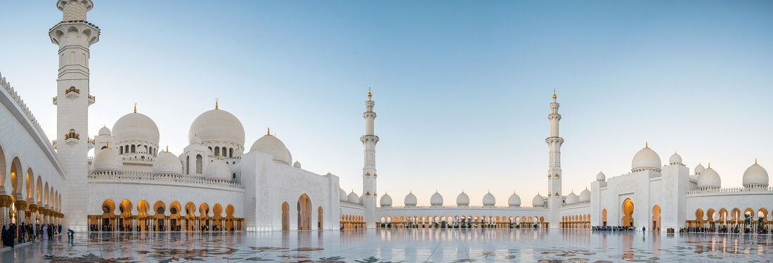 Panorama der Sheikh Zayed Moschee nahe Dubai, VAE