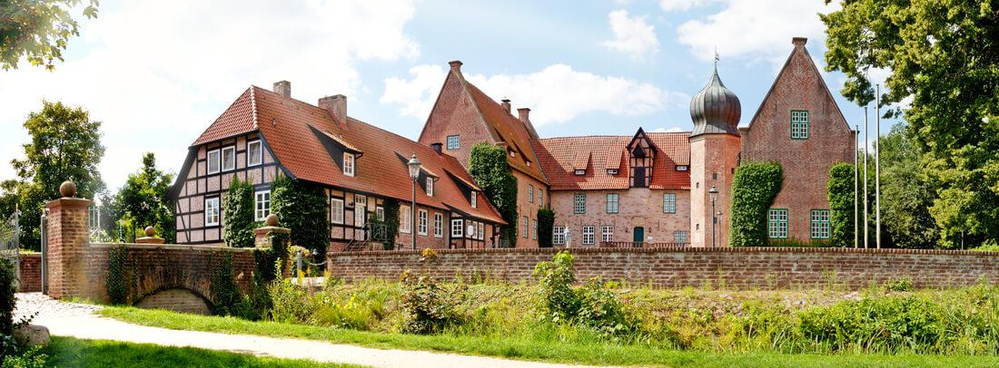 Blick auf die Burg Bederkesa in Cuxhaven, Deutschland