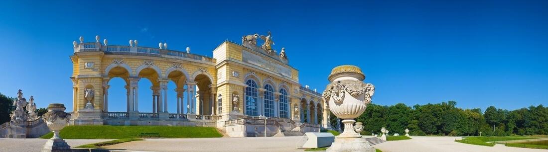 Tor im Garten vom Schloss Schönbrunn, Wien, Österreich