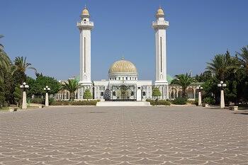 Blick auf das Mausoleum von Bourguiba in Tunesien