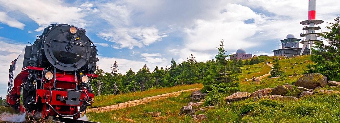 Der Brocken im Harz mit Brockenbahn und Gipfel