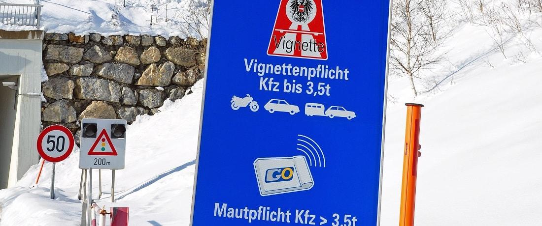 Hinweisschild für Maut in Österreich