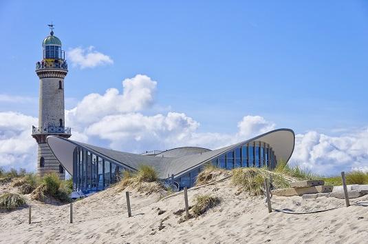 Teepot und Leuchtturm Warnemünde, Ostee, Deutschland