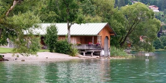Tegernsee Holzhütte am Ufer