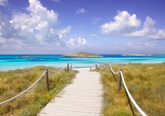 Weg zum Illetas paradise beach auf Formentera Balearen, Spanien